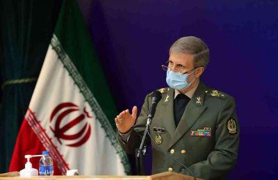 در مراسم تشییع پیکر شهید/ وزیر دفاع: با شهادت فخری زاده، بودجه نوآوری های وزارت دفاع دو برابر شد