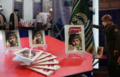 کتاب «تبسم وصل» با حضور وزیر دفاع رونمایی شد
