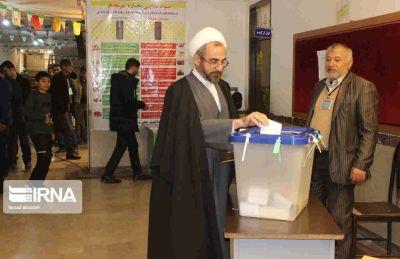 امامجمعه ایلام رای خود را به صندوق انداخت