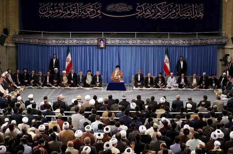 رهبر انقلاب اسلامی: تمسک به قرآن مایه سعادت و قوت و عزت ماست