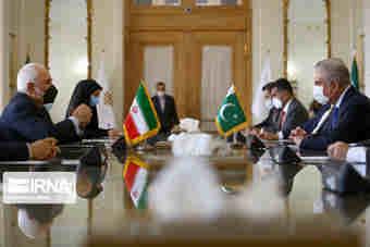 ظریف خواستار ارتقاء همکاری های کنسولی میان ایران و پاکستان شد